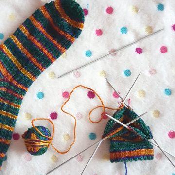 Как се плетат чорапи на 2 или 5 игли: подготовка за съвместното плетене